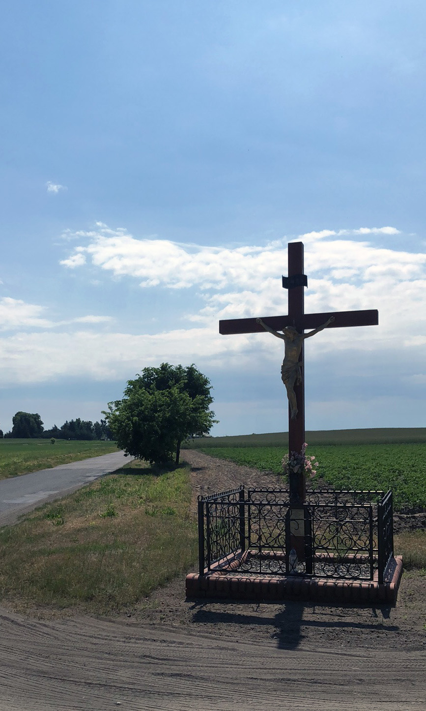 Many country intersections feature a crucifix or a statue of the Virgin Mary | Vinci